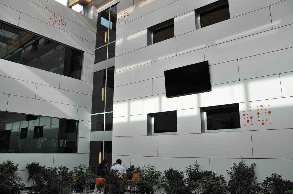 Lucernario fotovoltaico for Oficinas ing direct madrid